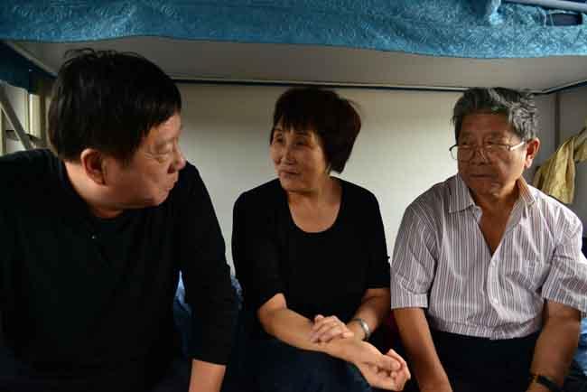7-于志学与得可沙等在火车上交谈   卢平摄  IMG_9483.JPG